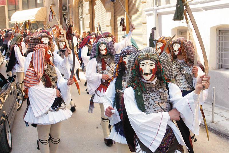 Ένα από τα χαρακτηριστικά στοιχεία στην παράδοση της Ελλάδας, είναι η ποικιλία δρώμενων, ιδιαιτέρα κατά την περίοδο της αποκριάς. Ένα από τα εξέχοντα είναι οι «Γενίτσαροι και Μπούλες» που γίνεται στη Νάουσα Ημαθίας την περίοδο της αποκριάς