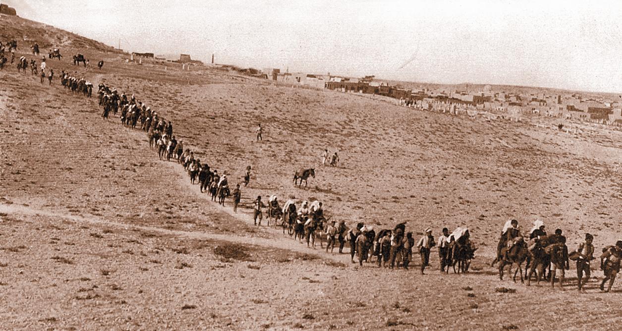 Δεκάδες χιλάδες Έλληνες του Πόντου και της Μικρασίας διέσχιζαν επί μήνες ερήμους ή ορεινές περιοχές για να μεταβούν στον τόπο της εξορίας τους,όσοι βέβαια κατάφερναν να επιζήσουν από την πείνα , την εξάντληση ,τις κακουχίες και την αγριότητα των Τούρκων που τους σνόδευαν .