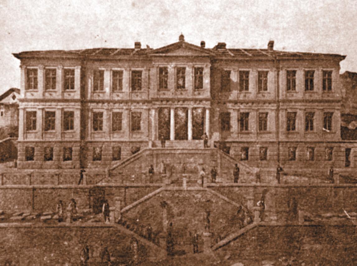 Η Μαράσλειος Σχολή στη Φιλιππούπολη . Το έτος 1906 πυρπολήθηκε από τους βανδάλους Βούλγαρους ,για να τρομοκρατηθούν οι Έλληνες και να την εγκαταλείψουν. (Από το περιοδικό ''Ιστορία'')